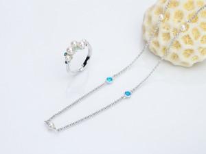 琉球真珠 Splendore Bubbleは、青色のグラデーションとパールを交互に配し、沖縄の美しい海の水と泡をイメージしています