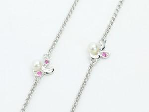 琉球真珠 Splendore ネックレスは、デイゴの花の鮮やかな赤色が目を引きます